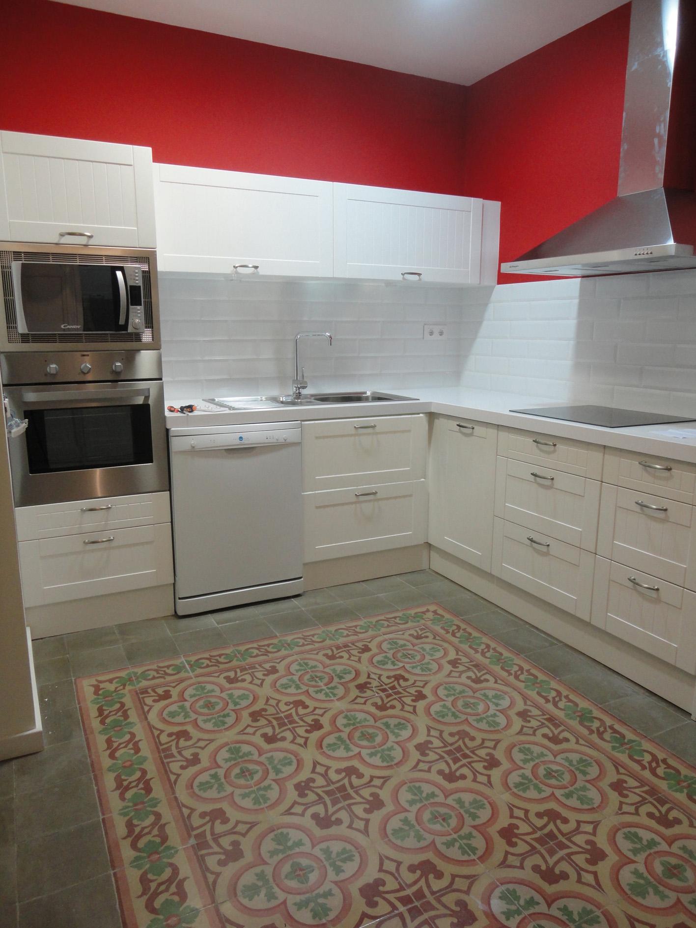 Reforma integral de vivienda con mosaico hidr ulico en - Cocinas con mosaico ...