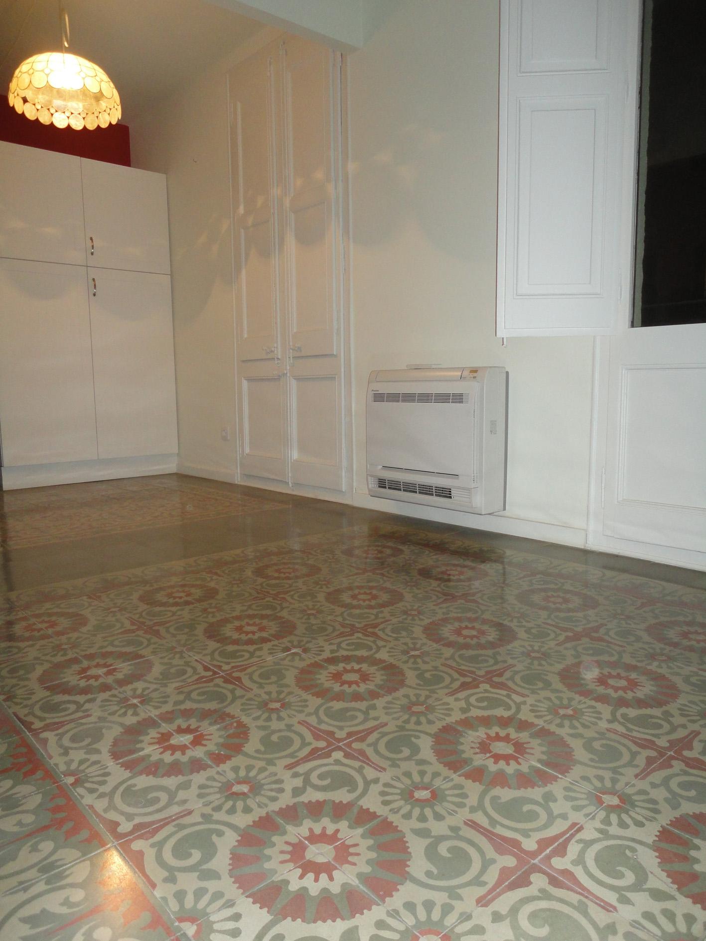 Reforma integral de vivienda con mosaico hidr ulico en for Suelo hidraulico antiguo