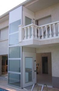 Instalación de un elevador por fachada